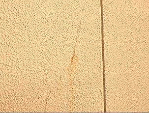 ●外壁にヒビ